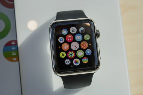 An Apple Watch is displayed at an Apple Inc. store in Palo Alto, California, U.S., on Friday, April 10, 2015. From London to Beijing, Apple stores saw few customers lined up before opening Friday as pre-orders started. The first new gadget under Chief Executive Officer Tim Cook is selling in eight countries and Hong Kong, with shipments scheduled to start April 24. Photographer: David Paul Morris/Bloomberg