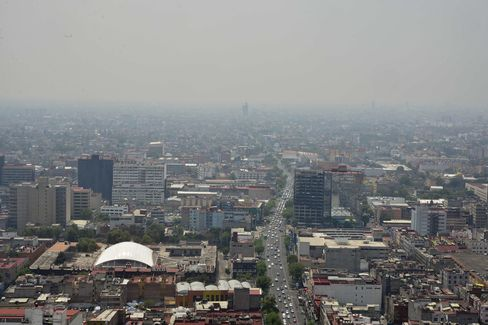 A View Of Smog Covering The Mexico City Skyline
