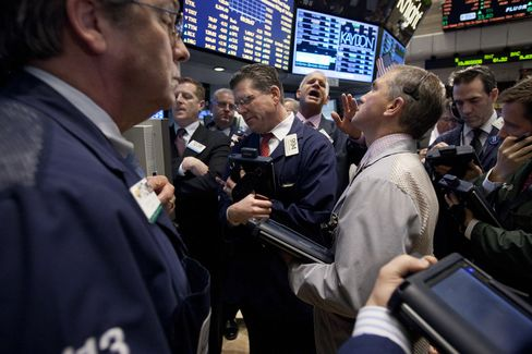 Stocks, Commodities Drop on Fed Minutes