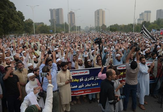 Pakistan's Islamists Vow to Protest Release of Christian Woman