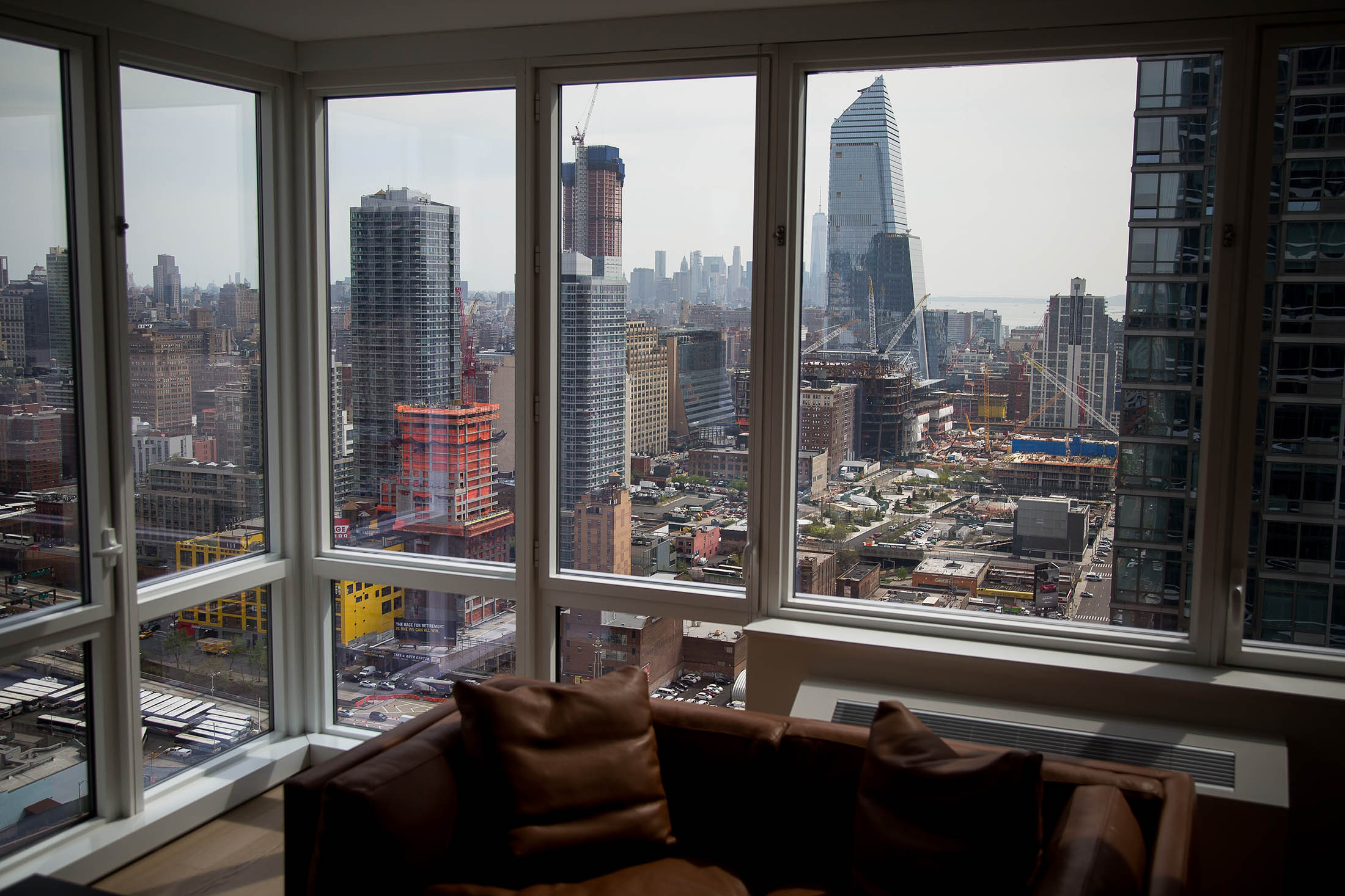 Manhattan Apartment Sales Plunge 20% - Bloomberg