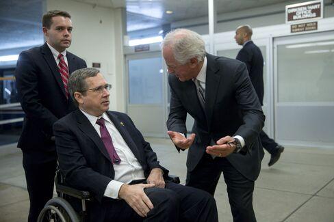 Senate Bid to Fund Government Must Get Through Warren, Cruz