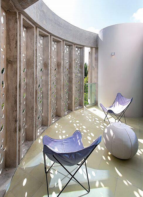 El Blok's sunny patio.