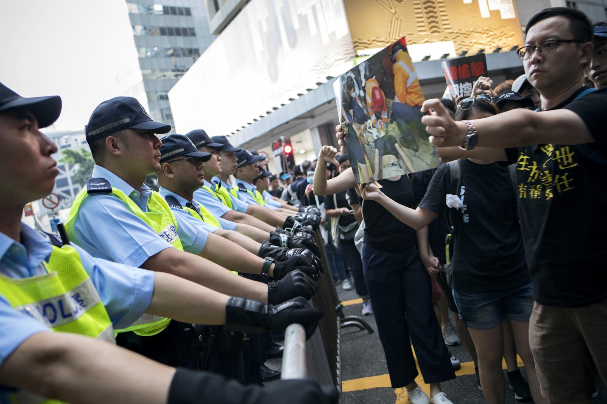 香港株が反発-「逃亡犯条例」改正案の審議停止で - Bloomberg