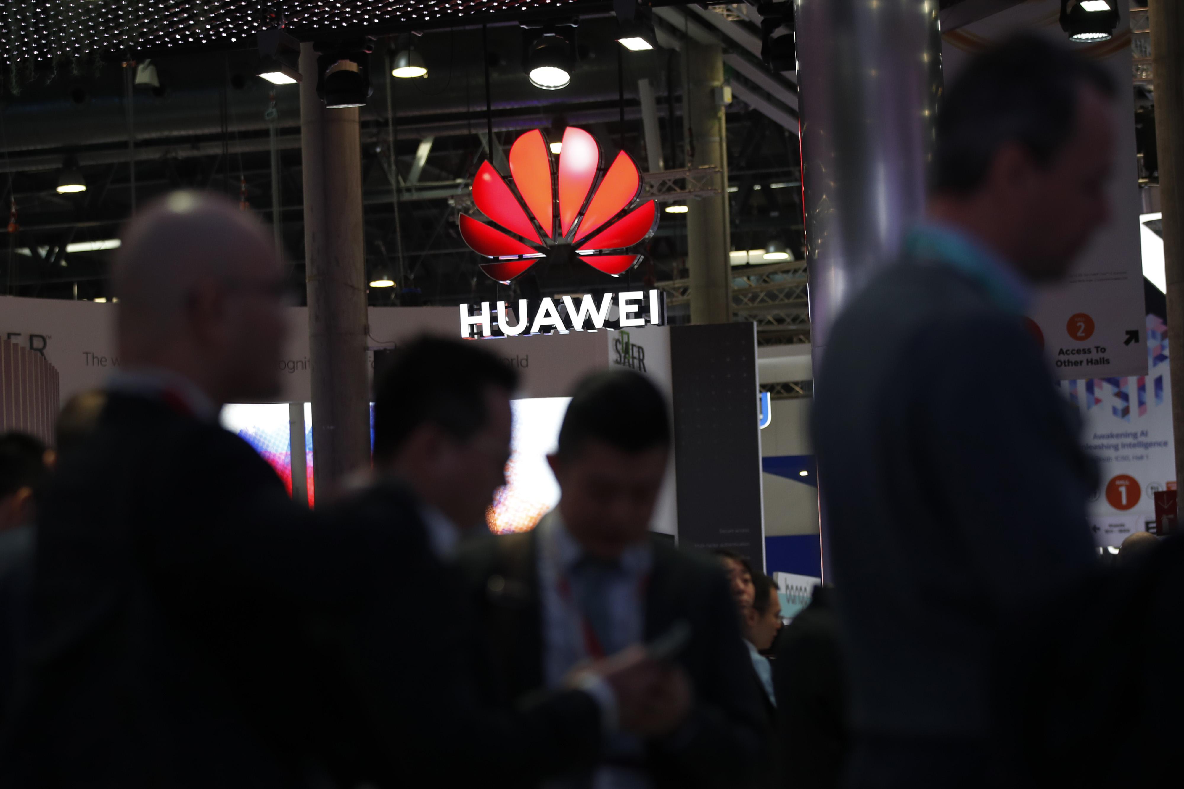 bloomberg.com - Oliver Sachgau - Huawei Isn't a Trustworthy 5G Partner, German Intelligence Says