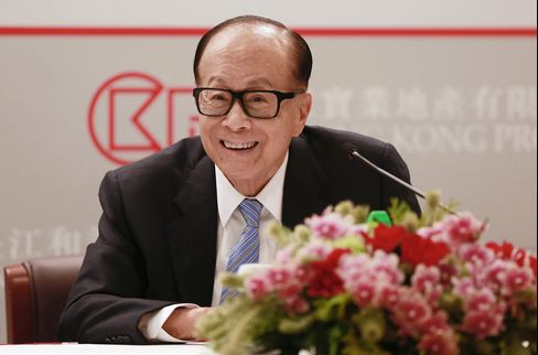 Billionaire Li Ka-shing Attends CK Hutchison Holdings Ltd. Annual Results News Conference