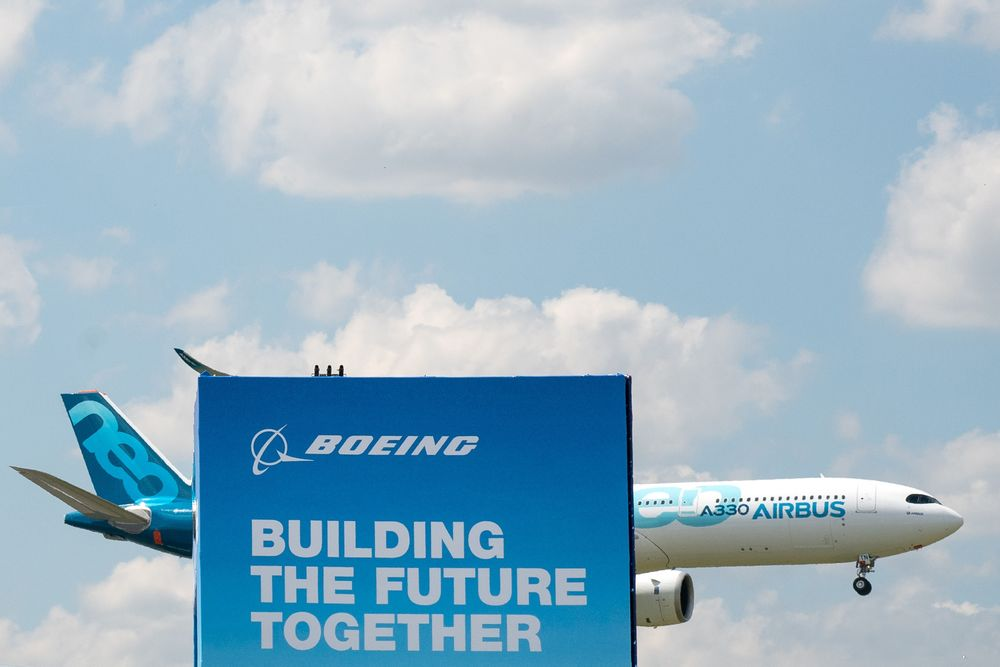 Airbus, Boeing Extend Race After Lopsided Day 1: Air Show Update