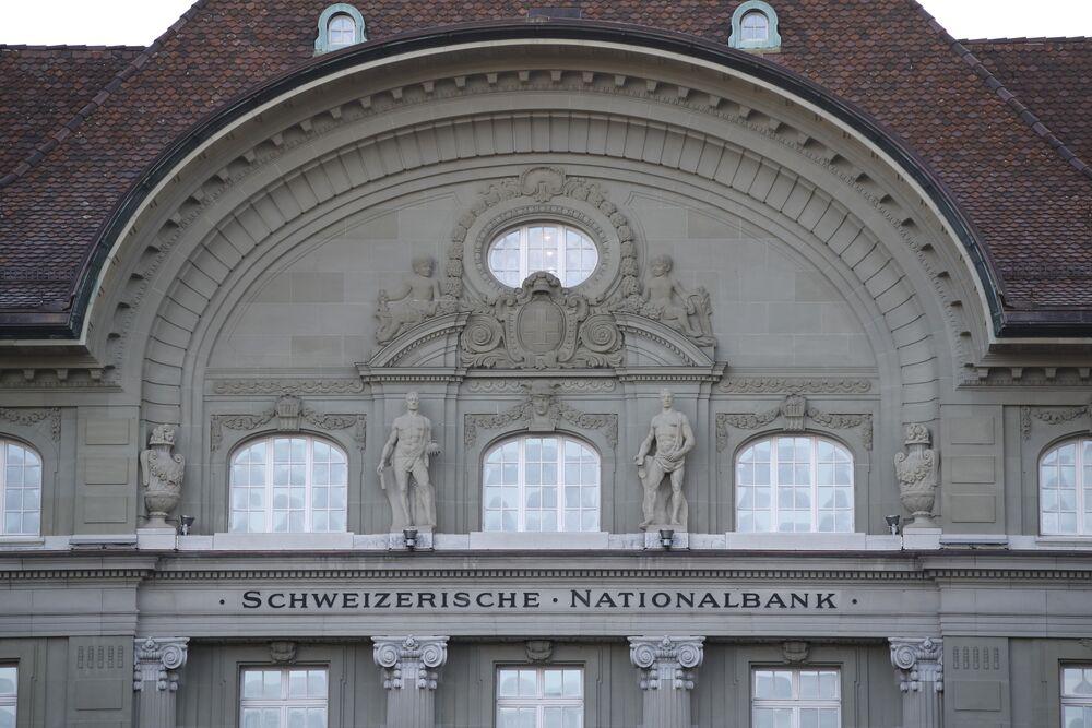 Snb Disregards Critics As Franc Keeps Negative Rates In Play