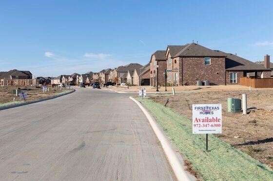 Free Vacations, $100,000 Discounts: Homebuilders Get Desperate