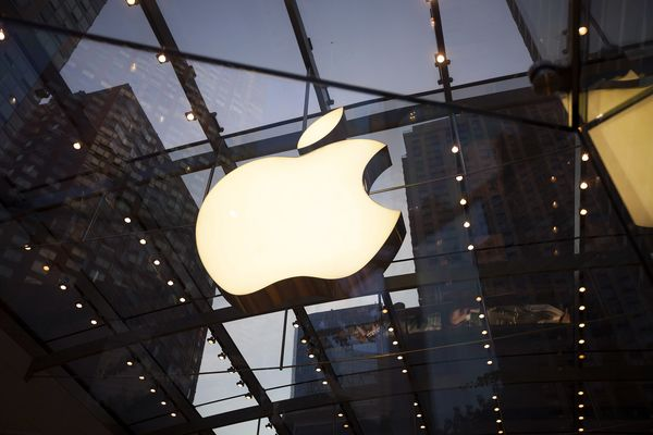 Apple Has Been Reduced to (Gasp!) Salesmanship: Shira Ovide