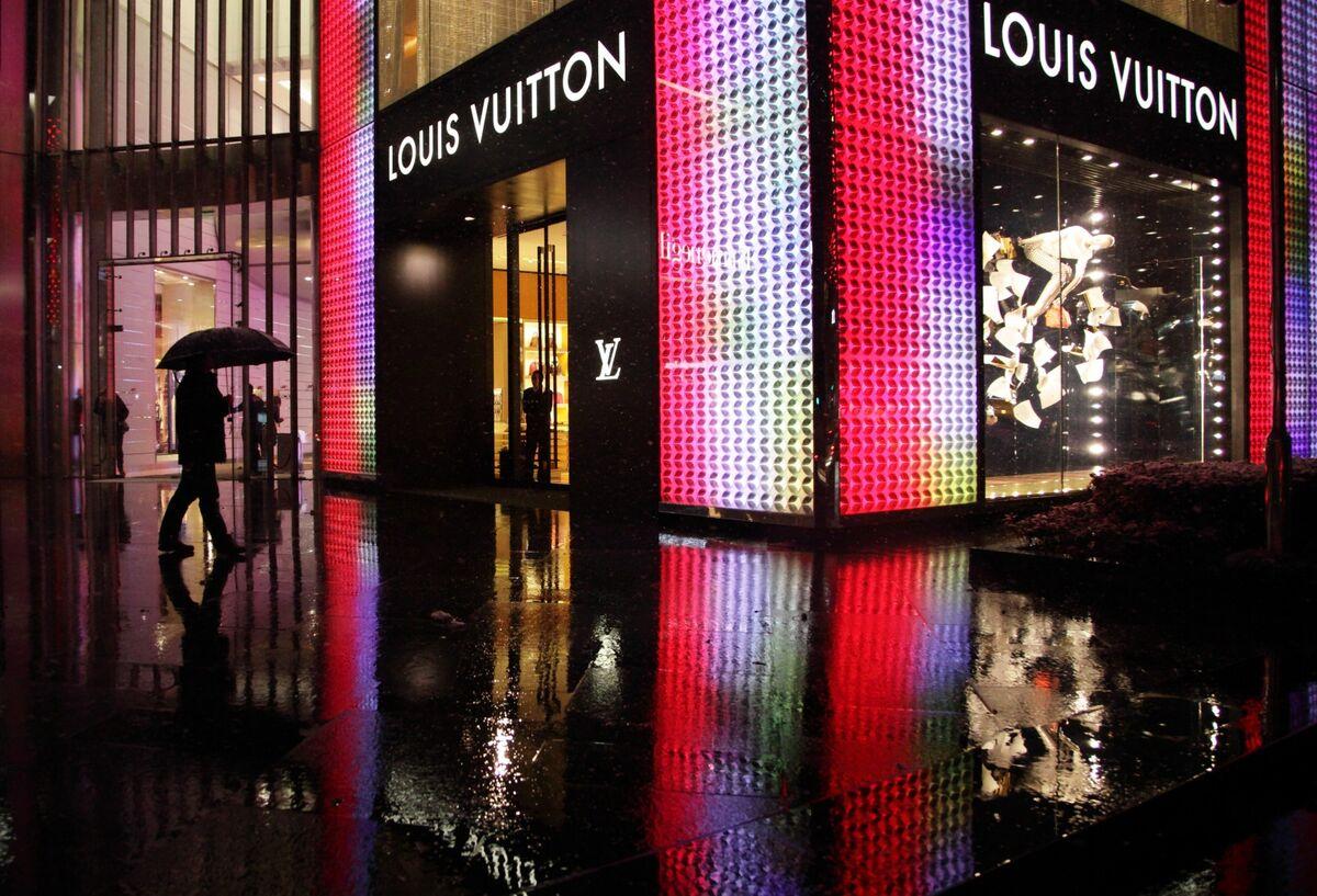 LVMH株急落、中国税関当局の高級品取り締まり強化を認める
