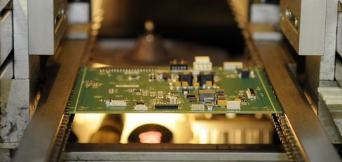 Jabil Circuit Drops as Sales Forecast Falls Short: Atlanta Mover