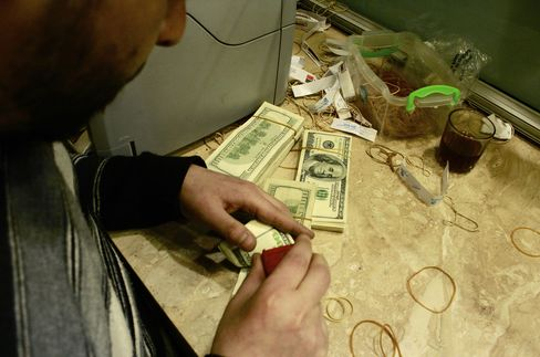 Egypt Turmoil Curbs Demand for Black-Market Dollars