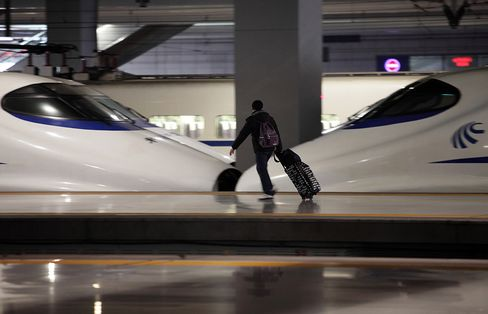 China's Li Pledges Economic Support Measures From Rail to Taxes
