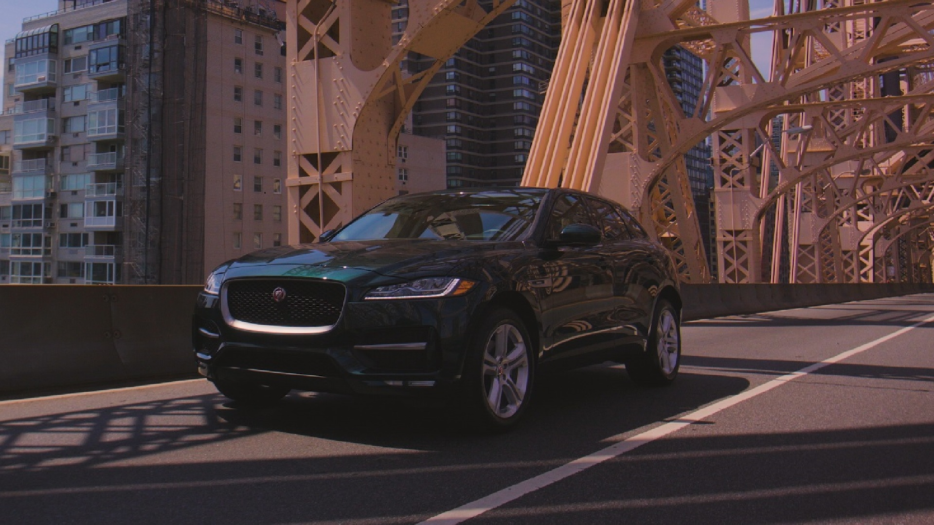 Here s What Jaguar Got Right With the 2017 F Pace SUV Bloomberg