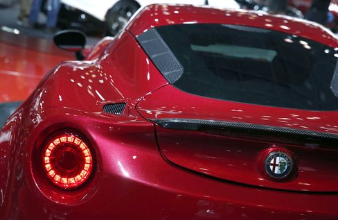 Fiat Said to Start Alfa Romeo Model Expansion With Own Funding