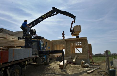 Housing Starts in U.S. Fall as Permits Reach Four-Year High