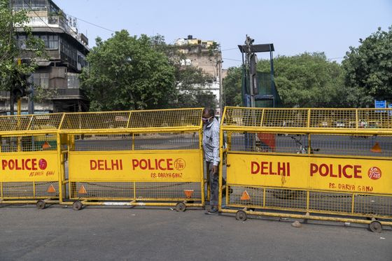 Delhi Extends Lockdown, Tightens Restrictions to Curb Virus