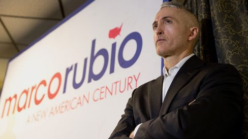 Representative Trey Gowdy of South Carolina listens to Senator Marco Rubio speak in Pella, Iowa, on Dec. 30, 2015.
