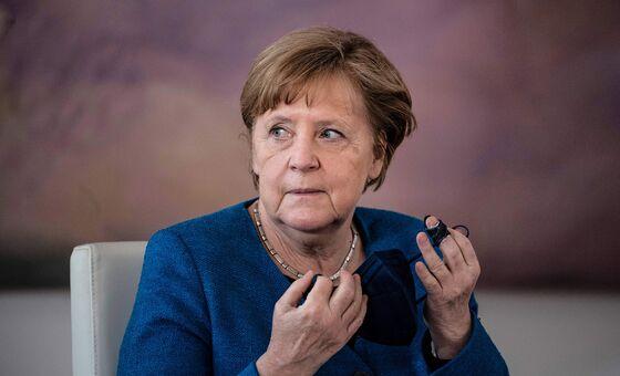 Merkel's Bloc, Greens Both Dip in German Election Poll