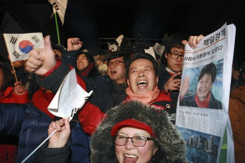 Park Wins S. Korean Presidency to Become First Female Leader