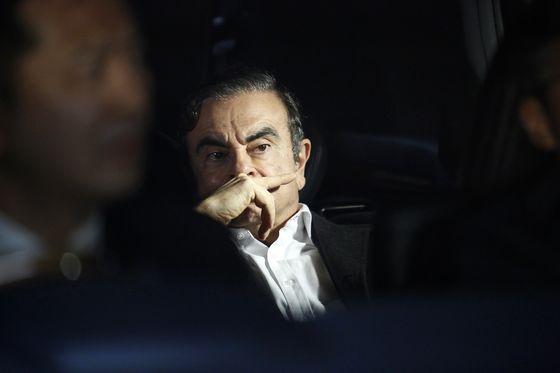 Ghosn's Prospects Darken as Prosecutors Throw Him Back in Jail