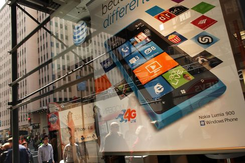 Nokia Fighting for AT&T Shelf Space Shows Hurdle for Lumia