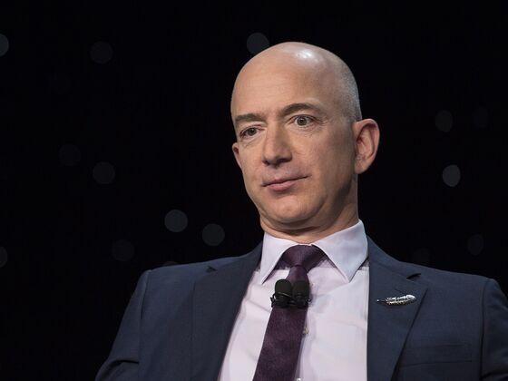 Bezos Rebuts Warren's Amazon Breakup Call in Antitrust Defense