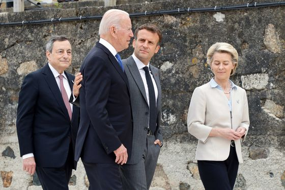 Smiling G-7 Leaders Gather for 'Wedding' Diplomacy by the Sea