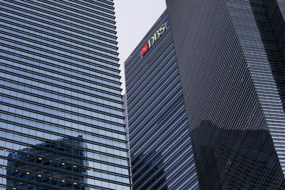 Singapore's Biggest Bank to Cut Office Space in Home Market