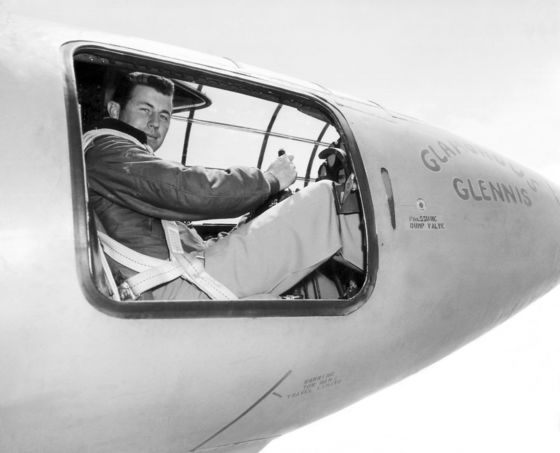 Chuck Yeager, U.S. Pilot Who Broke the Sound Barrier, Dies at 97