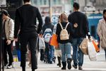 Shoppers Look For Post-Holiday Deals As Buying-Climate Gauge Hits 18-Year High