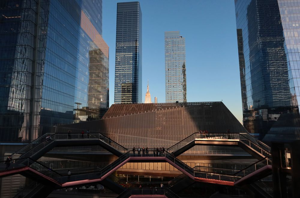 Facebook Signs Lease At Hudson Yards As It Expands In Nyc Bloomberg