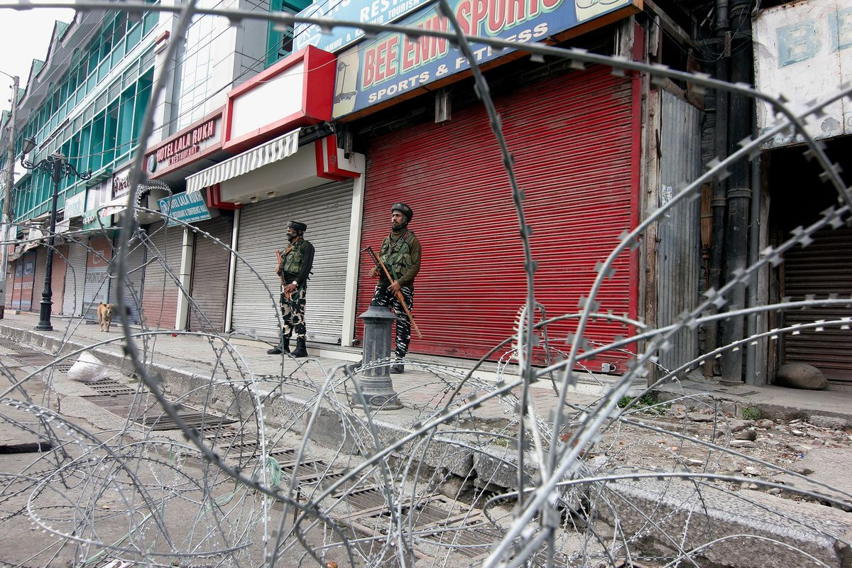 Tensions Mount in Kashmir as India-Pakistan Clash in Flare Up