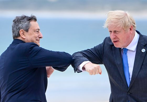 Johnson Defers to Draghi on Economy at First G-7 Summit Session