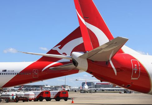 Qantas Resumes Flights as Goverment Steps In