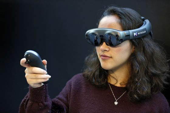 Apple's First Headset to Be Niche Precursor to Eventual AR Glasses