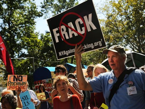Environmental groups have urged Congress to strip a 2005 exemption of fracking from drinking water laws and asked the EPA to tighten rules on disclosure of the chemicals used and limits on the methane emitted.