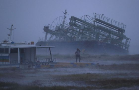 Typhoon Trami Brings Tokyo to a Standstill With Train Halt