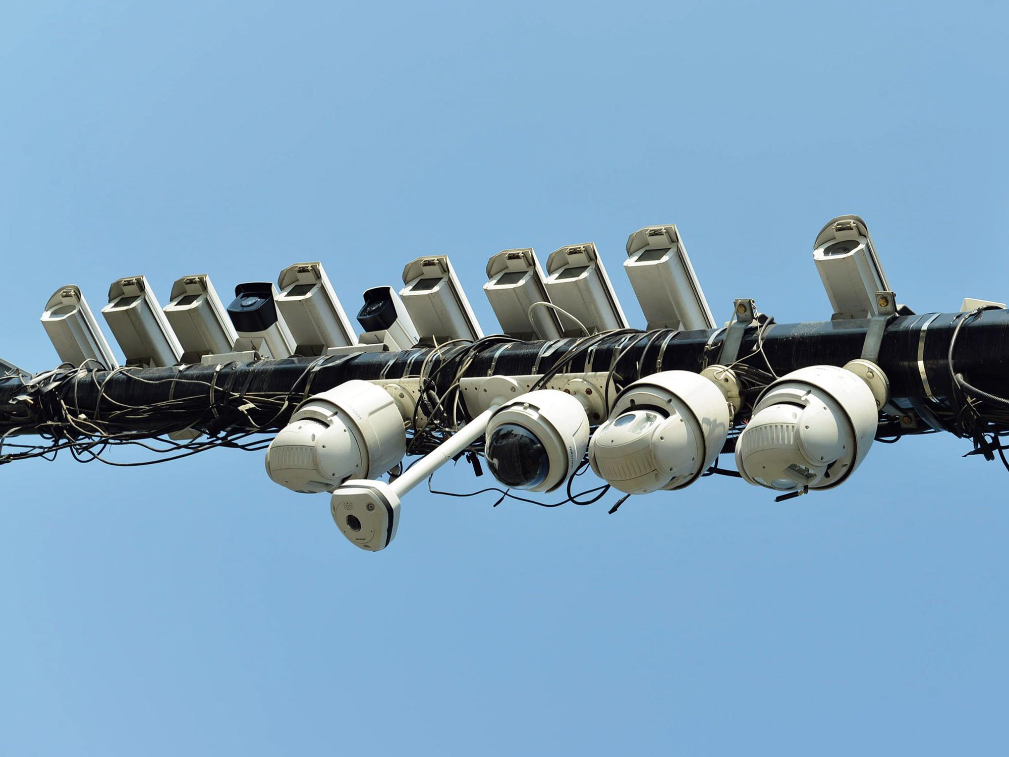 米政府、中国の監視関連企業5社のブラックリスト掲載を検討-関係者 - Bloomberg
