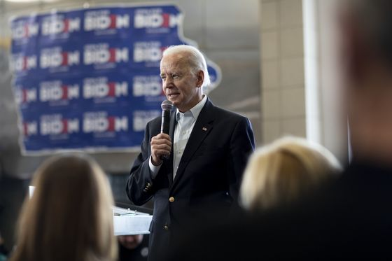 Trailing in Iowa, Biden Snags Nod From Electrial Workers' Union