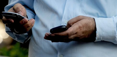 India Bans Bulk Texts in Attempt to Stanch Fear