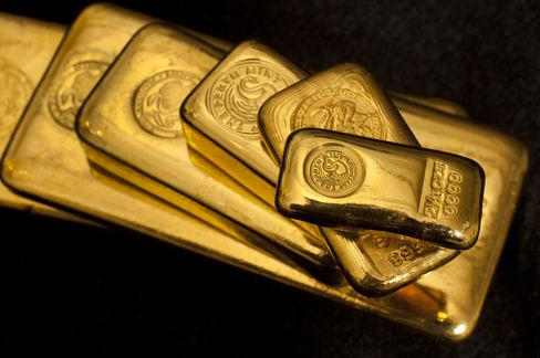 Gold Tops $1,700 as ECB's Bond-Buying Plan Bolsters the Euro