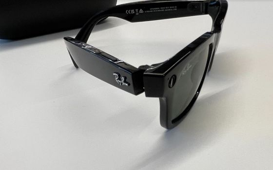 Facebook's Smart Glasses Can Take Calls and Photos, Lack AR