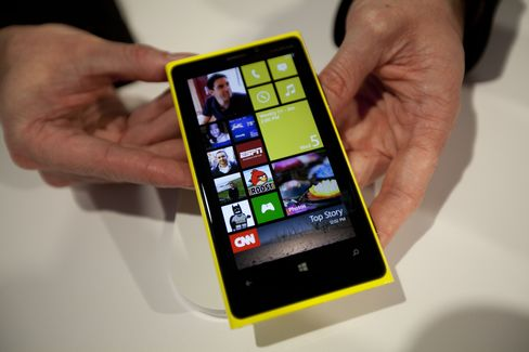 AT&T Is Said to Add First Nokia Windows 8 Phone for U.S. Market