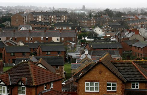 U.K. House Prices Fall as Hometrack Sees Further Decline in 2013