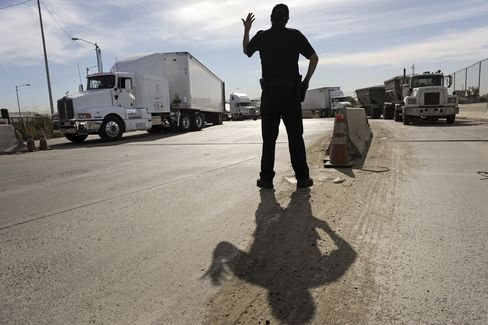 Mexico, U.S. Announce Plan to End Border Trucking Dispute