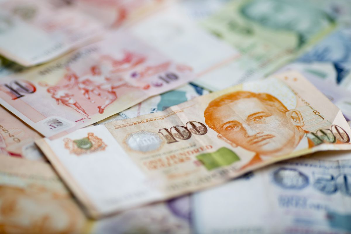 Singapore Central Bank Signals More Easing as Growth Risks Mount