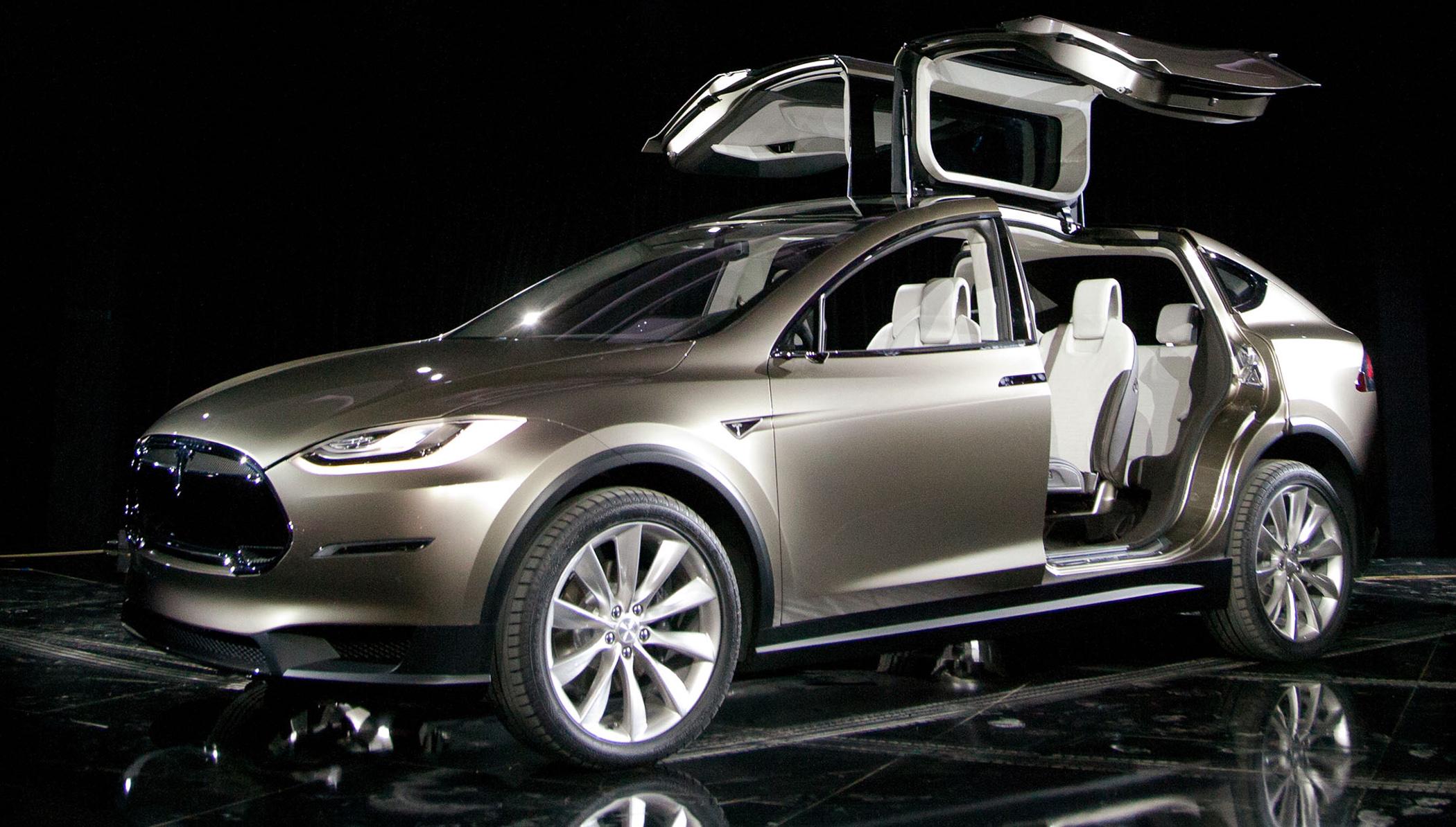 Tesla Recalls 2 700 Model X Suvs To Fix Third Row Seats