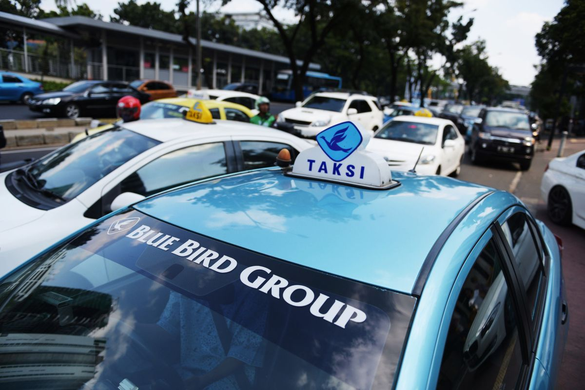 BIRD Blue Bird Says Taxis Can Still Grow Amid Competition From Uber - Bloomberg